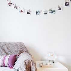 This is a kind of ideal living room with an easy to do garland.  Amazing!  http://app.polagr.am?utm_content=bufferdc939&utm_medium=social&utm_source=pinterest.com&utm_campaign=buffer #polagram