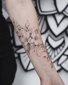 Be wise as you select your arm tattoo designs. Some tattoo designs that can only fit on a single shoulder while some are created for the whole arm. Simple arm tattoos are an excellent means to… Floral Tattoo Design, Flower Tattoo Designs, Tattoo Designs For Women, Floral Arm Tattoo, Floral Tattoo Sleeves, Vintage Floral Tattoos, Smal Tattoo, Flower Wrist Tattoos, Tattoo Flowers