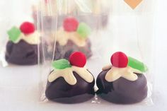 Very easy to make. Perfect for gift giving or to add to the table at Christmas time. Only 4 ingredients. (Chocolate Royals have a biscuit base, marshmallow centre and milk chocolate coat).