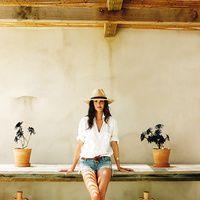 Casa de Eugenia Silva en Formentera. Así es la casa de Eugenia Silva en Formentera: varios cubos de factura artesanal que se mimetizan con los colores del campo. Se llama 'Can Eu', está entre pinos, higueras y algarrobos. Allí es feliz.