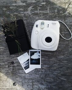 In love with my mini Polaroid 🌸 can't wait to try out my retro one from @entrez_le_nom_ici 😊🌿 #polaroid#mini#minipolaroid#instax#instaxmini#instaxmini8#instaxfujifilm#fujifilm#funifilmcamera#weekendaway#whitepolaroid