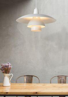 Klosz żyrandola GITSY zbudowany jest z trzech elementów i ma średnicę 40 cm. Lampa doskonale sprawdzi się we współczesnym, ale także klasycznym wnętrzu. Lampa nadaje się do użytku ze źródłem światła LED i można ją łatwo podłączyć pod ściemniacz (brak w zestawie). Żyrandol wykonany jest z wysokiej jakości metalu. Decor, Wall Lights, Lamp, Indoor, Indoor Pendant Lights, Indoor Pendant, Lights, Home Decor, Pendant Lighting