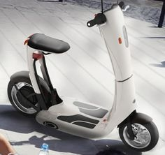 Foldable scooter lets treehuggers move around in style