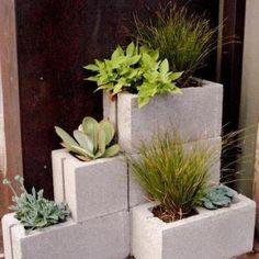 Recycle concrete blocks=Simple planters