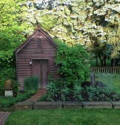 Landscaping can be used to beautify the exterior of your garden shed. You could, for example, create a vegetable garden in front of it. Not only will this enhance the garden shed, but in addition, you will have fresh herbs and vegetables for the kitchen. Shed Design, Garden Design, Dream Garden, Home And Garden, Garden Tips, Shed Landscaping, Country Landscaping, Le Hangar, Potting Sheds