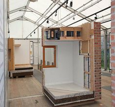 Avez-vous déjà visité le théâtre de l'éco-construction cd2e ? Cet espace de 500 m² est entièrement dédié à la mise en scène de l'éco-construction : parcours pédagogique, espace de projection, matériauthèque… tout est prévu pour devenir incollable sur les éco-matériaux !