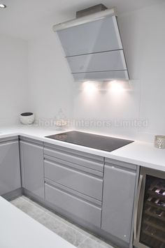 Viseu Handleless Grey White High Gloss Kitchen With Smeg - Grey and white gloss kitchen