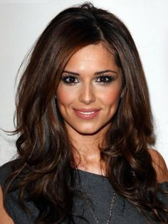 This long Cheryl Cole style wig made from 100% remy human hair, which which looks salon-styled with beautiful swept side bangs.The full lace cap construction is the ultimate in comfort and realistic appearance,which will ensure you feel as good as you look.You can treat this hair like it's your own.