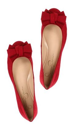 Red shoes are so adorable, no matter flats or high heels. Cute Flats, Bow Flats, Cute Shoes, Me Too Shoes, Red Flats Outfit, Red Ballet Flats, Pointy Flats, Dress Flats, Pretty Shoes