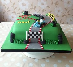 A racetrack cake complete with edible go kart replica Race Track Cake, Race Car Cakes, Truck Cakes, Golf Birthday Cakes, Race Car Birthday, Birthday Ideas, 4th Birthday, Rehearsal Dinner Cake, Motorbike Cake