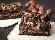 KARAMEL-PECAN BROWNIES.