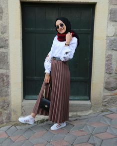 Genç tesettür fashion in 2019 hijab fashion hijab outfit. Modern Hijab Fashion, Street Hijab Fashion, Hijab Fashion Inspiration, Muslim Fashion, Modest Fashion, Skirt Fashion, Fashion Outfits, Fashion Black, Fashion Trends