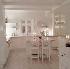 60 small kitchen ideas that will inspire you 03 ~ Design And Decoration Home Decor Kitchen, Interior Design Kitchen, Country Kitchen, Home Kitchens, Kitchen Ideas, Küchen Design, House Design, Beautiful Kitchens, Interior Design Living Room