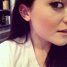 Kylie Jenner has the cutest cartilage piercings ever /// Cool Ear Piercings, Ear Peircings, Multiple Ear Piercings, Kylie Jenner Piercings, Piercing Tattoo, Body Piercing, Triple Cartilage Piercing, Cartilage Piercings, Cartilage Earrings