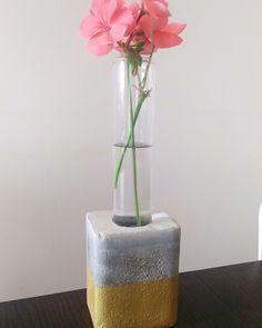 Váza z betonu.