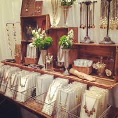 Attractive jewelry display configuration/styling for craft show booth. Vendor Displays, Craft Fair Displays, Market Displays, Craft Booths, Retail Displays, Merchandising Displays, Jewelry Booth, Diy Jewelry, Jewelry Tray