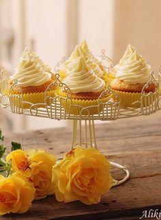 Μυρωδιές και νοστιμιές: Cupcakes με κρέμα  lemon curd