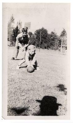 Orsi polari e blackface: Jean-Marie Donat ha raccolto migliaia di vecchie foto inquietanti