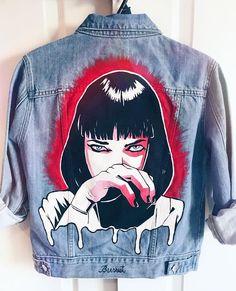 MIA WALLACE en Jean claro Pedidos por mensaje privado o la tienda online Painted Denim Jacket, Painted Jeans, Painted Clothes, Mia Wallace, Diy Clothing, Custom Clothes, Denim Kunst, Vetements Shoes, Outfit Stile