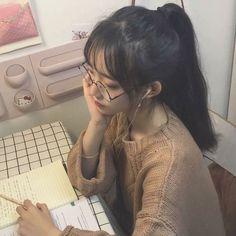Korean Fashion – How to Dress up Korean Style – Designer Fashion Tips Pelo Ulzzang, Ulzzang Korean Girl, Pretty Korean Girls, Cute Korean Girl, Ullzang Girls, Cute Girls, Girl Korea, Asia Girl, Korean Aesthetic