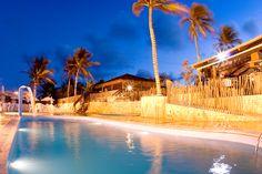 O Espaço Praiamar Beach é uma área de lazer com piscinas para adultos e crianças, parque aquático infantil, sala de jogos, playground, restaurante, lojas e acesso direto à praia de Ponta Negra. Rio Grande, Surf, Fair Grounds, Travel, Water Playground, Game Room, Pools, Restaurant, Viajes