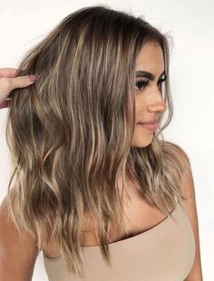 50 Ideen für hellbraunes Haar mit Highlights und Lowlights 50 ideas for light brown hair with highlights and lowlights Brown Hair Balayage, Brown Blonde Hair, Blue Hair, From Brunette To Blonde, Babylights Blonde, Baliage Hair, Beige Blonde, Gray Hair, Hair Color Highlights