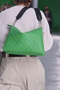 Fashion Week Paris, Spring Fashion Trends, London Fashion, Vuitton Bag, Louis Vuitton Handbags, Louis Vuitton Monogram, Casual Chic Style, Look Chic, Fashion Bags