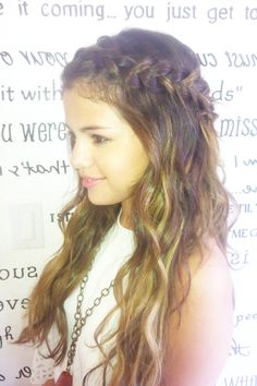 Copy Selena Gomez and Nina Dobrevs cool halo braid