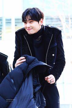Cha Eun Woo, Korean Boys Ulzzang, Ulzzang Korea, Hyungwon, Cha Eunwoo Astro, Lee Dong Min, Astro Fandom Name, Handsome Korean Actors, Korean People