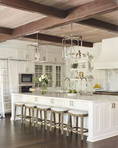 10000 Square Foot House Plans Best Of tom Brady and Gisele Bundchen Inspired This 10 000 Square Kitchen With Long Island, Modern Kitchen Island, Long Kitchen, Kitchen Island With Seating, New Kitchen, Kitchen Decor, Kitchen Islands, Kitchen Ideas, Large Kitchens With Islands