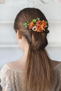 Rose hair comb orange flower head piece summer floral comb orange wedding summer hair back flowers bridesmaids hair peach bridal comb bright Ready to ship Roses, wild flowers and crystals Romantic delicate flower comb for a bride, bridesmaid or prom-girls. the size of composition is 12 x 5cm (4,72 x 1,9 inches) Perfect for Boho, rustic, woodland wedding styles And it can be a wonderful gift in the gift box. materials: - fabric flower - crystals - floral tape - leaves - love Thank you for ...