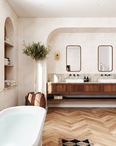 Bathroom Inspiration, Interior Design Inspiration, Home Decor Inspiration, Interior Exterior, Bathroom Interior Design, Built In Vanity, Beautiful Bathrooms, House Rooms, Interiores Design