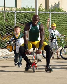 Clownin' Around by Laurie L Meitzen Donald Driver Donald Driver, Stud Muffin, Go Pack Go, Football Season, Green Bay Packers, Green And Gold, Muffins, Hot, Sports