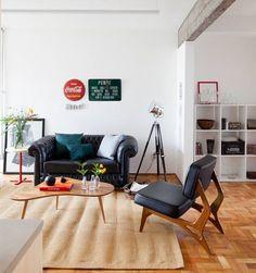 Apartamento pequeno tem decoração colorida e área social espaçosa