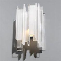 Berg-valaisimen erikokoisista akryylipaloista muodostuvalla, epäsäännöllisellä ja monimutkaisella kuviolla norjalainen muotoilija Gerhard Berg on kuvannut hienostuneesti luonnon monimuotoisuutta ja epäsäännönmukaisuutta. Muotoiltu vuonna 1967.