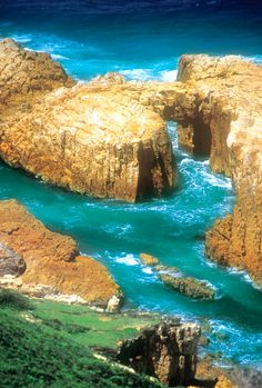 Roch arch: possibly the result of a collapsed sea cave rowdy Bay National Park on the Mid North Coast between Taree and Port Macquarie. Sea Cave, Port Macquarie, North Coast, Beautiful Places In The World, Geology, Arch, National Parks, Australia, Nature