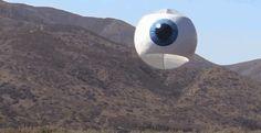 ドローンでイタズラ、空飛ぶ目玉 : ギズモード・ジャパン