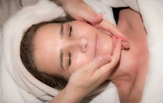 Regular facial massage is benificial for your face. Give yourself a facial massage regularly at home for a glowing and younger looking faces. Dead Sea Cosmetics, Mineral Cosmetics, Serum, Homemade Face Pack, Face Treatment, Uneven Skin Tone, Facial Massage, Massage Tips, Good Skin