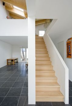 V-House, dentro - V-House, dentro Estás en el lugar correcto para healthy recipes Aquí presentamos healthy eating qu - Staircase Railings, Stairways, Staircase Design, Leiden, Lofts, Interior Stair Railing, Roof Shapes, Dutch House, Interior Architecture
