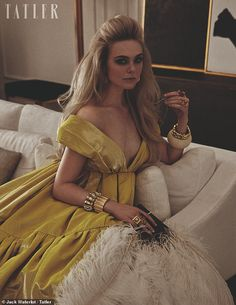 Elle Fanning, revealed she and her sister weren't 'supposed' to take up acting and should have been sports stars - as she discussed the pressure to be 'perfect' in Hollywood. Fashion Beauty, Girl Fashion, Fanning Sisters, Dakota And Elle Fanning, Sports Stars, Lady And Gentlemen, Looks Style, Celebrity Photos, Fancy Dress