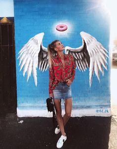 Angel Wings Art, Angel Wings Painting, Angel Art, Art And Illustration, Landscape Illustration, Murals Street Art, Graffiti Drawing, Girl Photography Poses, Disney Instagram