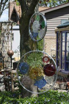 Gartendeko aus Glas und Fahrradrädern
