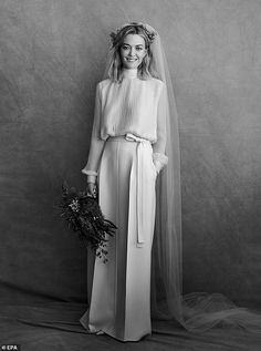 The color of the heiress Zara& breathtaking Valentino wedding dress corresponds to . - The color of the heiress Zara& stunning Valentino wedding dress did not match your expectation - Sexy Wedding Dresses, Colored Wedding Dresses, Bridal Dresses, Wedding Attire, Zara Wedding Dress, Civil Ceremony Wedding Dress, Ugly Wedding Dress, Pleated Wedding Dresses, Famous Wedding Dresses