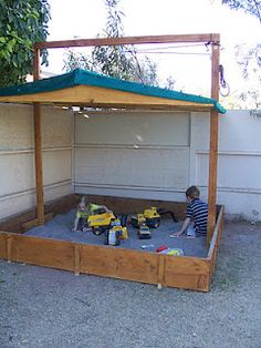 Sandbox with a lowering lid. Keeps out cats and blocks the hot sun! Sandbox with a lowering lid. Keeps out cats and blocks the hot sun! Cat Playground, Backyard Playground, Backyard For Kids, Backyard Projects, Backyard Toys, Build A Sandbox, Kids Sandbox, Sandbox With Lid, Sandbox Diy