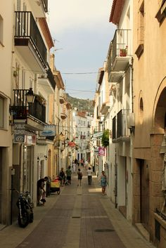 Walked down this street! Heavenly Places, Wonderful Places, Great Places, Places To See, Beauty Around The World, Travel Around The World, Costa, Places In Spain, Spanish Towns