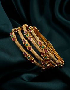 Gold Bangles Design, Gold Jewellery Design, Gold Bangles For Women, Gold Jewelry, Pearl Necklace Designs, Gold Earrings Designs, Discount Jewelry, Bangle Set, Blouse