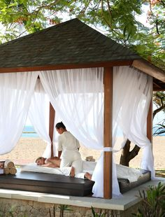 Massage indulgence in Bali Spa Luxe, Luxury Spa, Massage Therapy Rooms, Massage Room, Spa Interior Design, Spa Design, Treatment Rooms, Spa Treatments, Massage Shiatsu