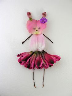 Really cute and creative flower arrangements by Elsa Mora, a multimedia artist based in Los Angeles, California. They look so good they make us wish we had a garden filled with flowers!