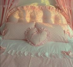 mommy/ kinda lost in life/ aspiring artist/ madly in love (▰˘◡˘▰) Room Ideas Bedroom, Bedroom Inspo, Bedroom Decor, Shabby Chic Bedrooms, Cute Room Ideas, Cute Room Decor, Dream Rooms, Dream Bedroom, My New Room
