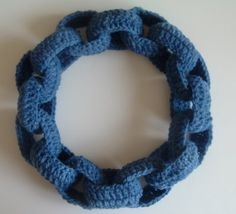 Cornflower Blue Studio offers another crochet pattern for a chain link scarf or necklace.